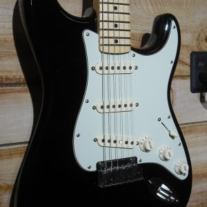 USA Fender® The Edge Strat® Maple Fingerboard Black w/Black Tweed Case